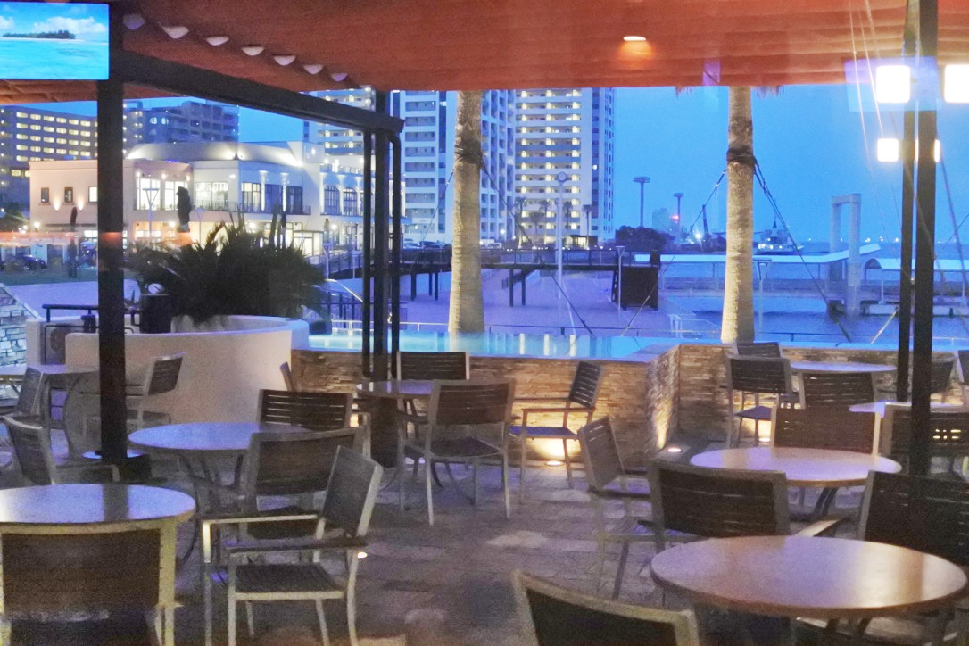 【オーシャンテーブル】アラカルトメニューが充実のお洒落な海沿いレストラン!