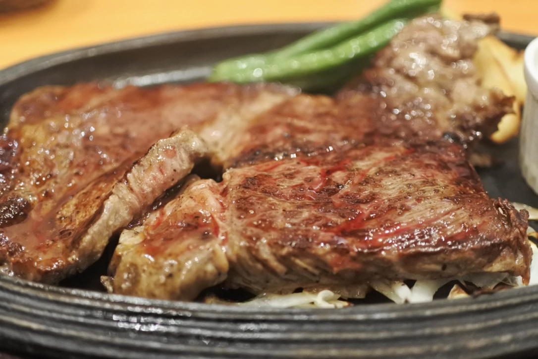 肉肉肉「デンバープレミアム」(千葉ニュータウン)でステーキを喰らう。肉肉肉