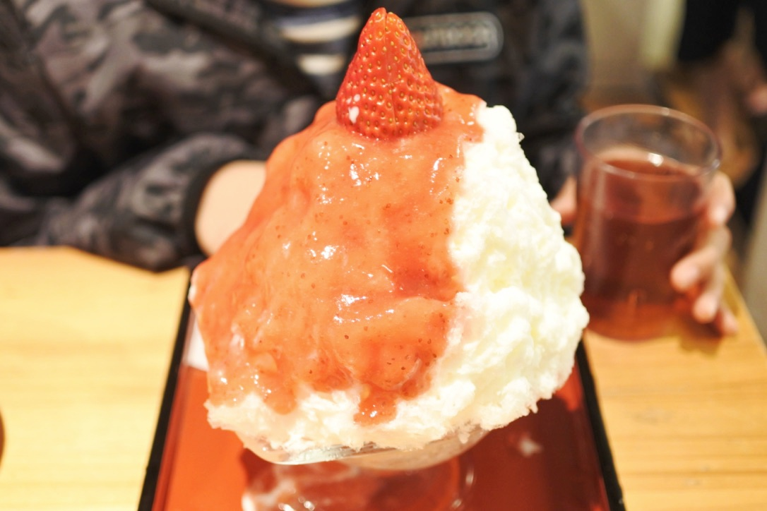 【ひみつ堂/谷中】かき氷専門店。フワフワの天然氷と濃厚ソースの極上かき氷!
