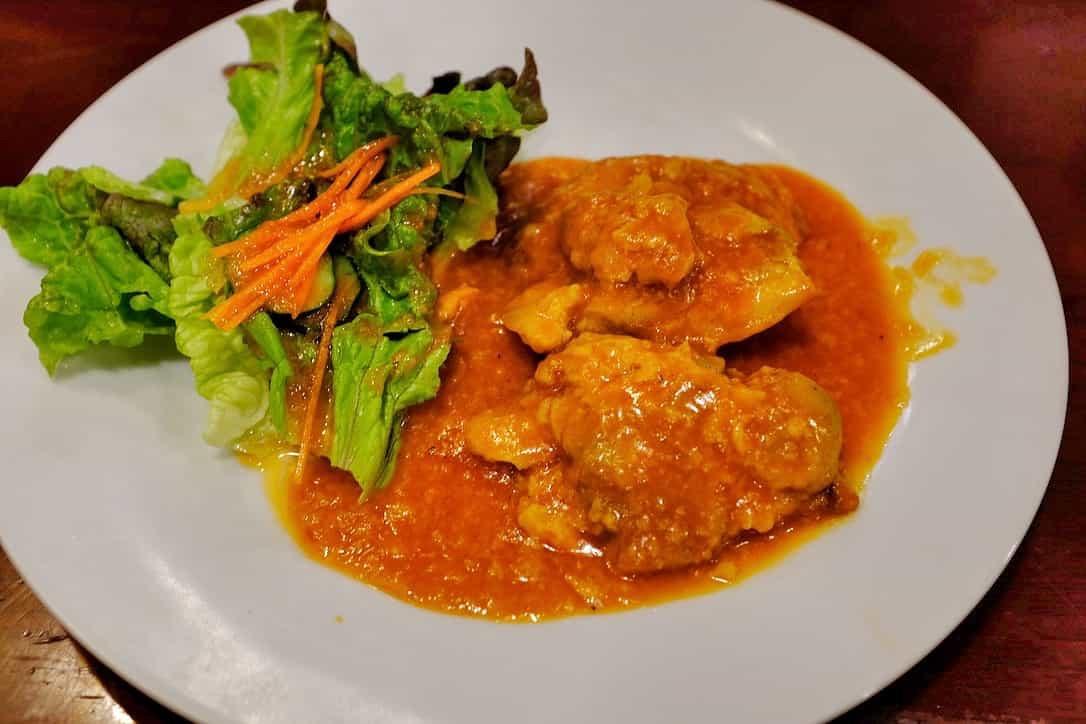コ・ビアン鶏肉のトマトソース煮