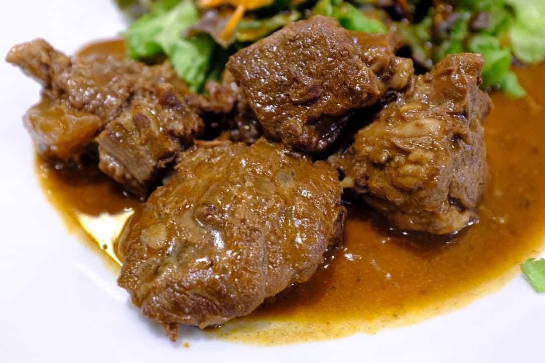 コ・ビアン牛肉の赤ワイン煮込み